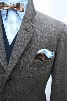 great color combo: sky blue, grey and brown.
