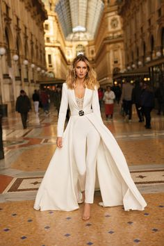 Berta Spring Summer 2020 Collection Wedding Pantsuit FashionBest Summer Wedding Guest Outfits For W Evening Dresses, Prom Dresses, Formal Dresses, Elegant Dresses, Wedding Pantsuit, Wedding Gowns, Wedding Outfits, Modern Wedding Dresses, Wedding Jumpsuit