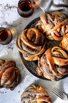 Cardamom Knots with Bourbon and Chocolate & The G & M Kitchen Cardamom Knots with Bourbon and Chocolate & The G & M Kitchen The post Cardamom Knots with Bourbon and Chocolate & The G & M Kitchen appeared first on Pink Unicorn. Breakfast Recipes, Dessert Recipes, Breakfast Pastries, Delicious Desserts, Yummy Food, Tasty, Baking Recipes, Ham Recipes, Potato Recipes