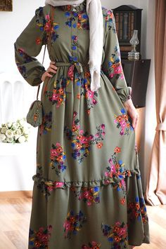 Stylish Dresses For Girls, Stylish Dress Designs, Modest Dresses, Abaya Fashion, Fashion Outfits, Modesty Fashion, Batik Fashion, Women's Fashion, Fashion Trends