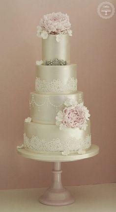 Vintage lace-look wedding cake | Cotton and Crumbs, U.K.