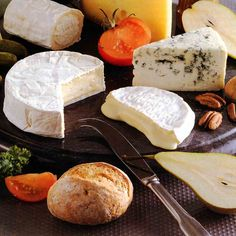 The cheese lover's guide to gourmet cheese. Facts, common sense advice and recommendations from the Gourmet Cheese Detective. Gourmet Cheese, Wine Cheese, Cheese Food, French Cheese, Best Cheese, Cheese Lover, Food Articles, Food Tasting, Best Food Ever