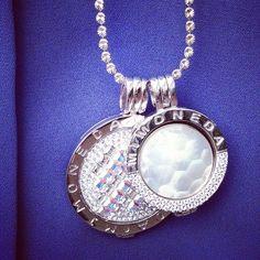 Shine like a star with Mi Moneda! Jewerly, Bracelet Watch, Coins, Friday, Pendant Necklace, Inspired, Stars, Bracelets, Instagram Posts