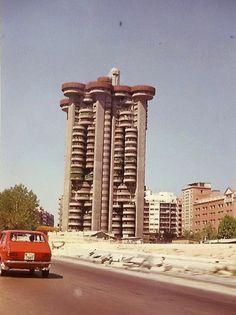 AVENIDA DE AMERICA - 1973 Foto Madrid, Classic Architecture, Pamplona, Bilbao, Best Cities, Valencia, Spain, Skyline, City