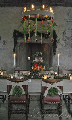 the best early winter dinning room French Christmas, Old World Christmas, Merry Christmas To All, Antique Christmas, Noel Christmas, Scandinavian Christmas, Rustic Christmas, Christmas Wreaths, Christmas Decorations