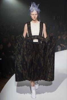 Sfilata Comme des Garçons Parigi - Collezioni Primavera Estate 2017 - Vogue