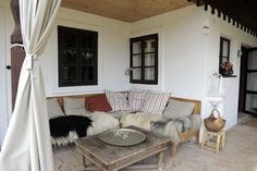 Pihenő a sarokban / Entspannungseck Outdoor Living Areas, Living Spaces, Living Room, Cottage Interiors, Cottage Homes, Home Hacks, Furniture Inspiration, Home Projects, Planer