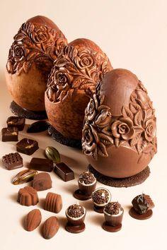 ovo de chocolate decorado com rosas