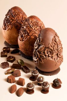 ovo de chocolate decorado com rosas