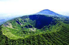 San Salvador Combo Tour: Private City Sightseeing and El Boquerón National Park  			See San Salvador and its immense, majestic volcano on an informative, private half-day tour. Make the most of your time in San Salvador, exploring its bustling boulevards, ornate churches and busy plazas. Then head up to El Boquerón — 'Big Mouth,' as it is affectionately known — where you'll get an hour at the crest of the volcano  to take in the view and the ambience and have the opportunity t...