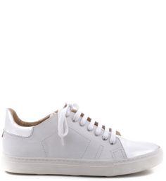 O tênis branco chegou para ficar. Com toques de estilo, estes são customizáveis e permitem a você um modelo exclusivo e cheio de bossa. Para deixar com a sua cara, grave suas iniciais na língua do tê