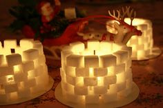 Sugarcubes with lights Merry Little Christmas, Christmas Crafts For Kids, Winter Christmas, Christmas Countdown, Holiday Crafts, Christmas Decorations, Kids Barn, Paper Plate Crafts For Kids, Baby Barn