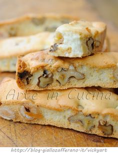 Quick biscuits with almonds and walnuts and hazelnuts - Biscotti veloci alle mandorle noci e nocciole Best Italian Recipes, Italian Desserts, Favorite Recipes, Biscotti Cookies, Biscotti Recipe, Baking Recipes, Cookie Recipes, Dessert Recipes, Almond Paste Cookies