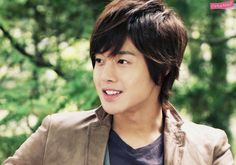 It's this smile and the occasional smirks once he turns around is what gets my heart all fluttering when I watched Playful Kiss. Baek Seung Jo (played by Kim Hyun Joong) - why you so perfect. Playful Kiss, Boys Over Flowers, Flower Boys, Baek Seung Jo, Korean Drama Series, Ji Hoo, Kim Hyun, Jung So Min, Drama Quotes