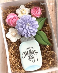 Custom gift sets made for some amazing moms 🌸💕 Mother's Day Cookies, Fancy Cookies, Valentine Cookies, Iced Cookies, Cut Out Cookies, Cute Cookies, Easter Cookies, Royal Icing Cookies, Birthday Cookies