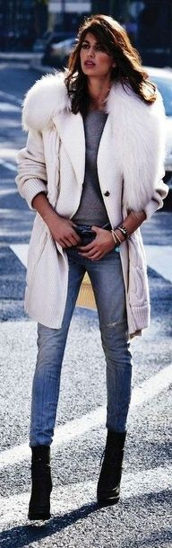White coat, skinny jeans and cool booties. I love that she looks so relaxed and cool. x
