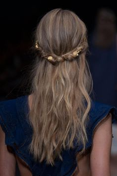 Modern Hairstyles for White Brides Grecian Hairstyles, Modern Hairstyles, Pretty Hairstyles, Wedding Hairstyles, Pelo Guay, Corte Y Color, Wedding Hair Inspiration, About Hair, Hair Dos