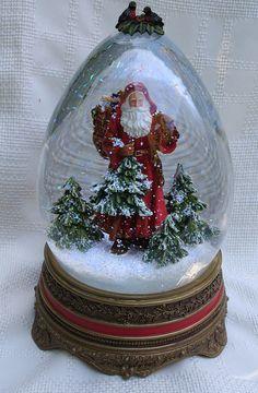 Vintage Father Christmas Santa Claus Snow Globe by PastClassics Christmas Snow Globes, Christmas Scenes, Christmas Mood, Father Christmas, All Things Christmas, Vintage Christmas, Xmas, Hades Disney, Making Snow Globes