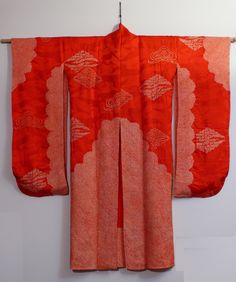 It was not until I received a spectacular vintage Taisho kimono (from 1912-1925) that I could not ever imagine altering in any way that these scarves became reality and my wall has a magnificent new hanging. I think you can see in the details that the rinzu woven into the silk is an exotic pattern of cranes.