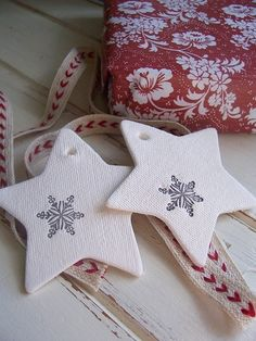 Few Christmas Ideas ♥ Няколко Коледни идеи | 79 Ideas - Could replicate these with cold porcelain and texturize the surface by rolling it out with fabric and then carefully peeling the fabric off.