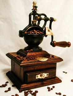 Bekijk dit items in mijn Etsy shop https://www.etsy.com/nl/listing/272783300/vintage-caffe-coffee-grinder-italian