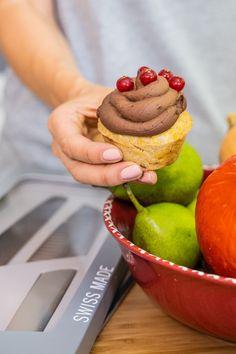Vegane Kürbis Muffins mit Birnen - Lufig und gesund backen - Mrs Flury Calorie Counting, Cupcakes, Halloween, Breakfast, Sweet, Blog, Healthy Sweets, Healthy Desserts, Healthy Groceries