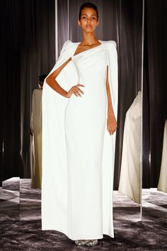 Tom Ford ~ White Fitted Dress w Full Length Coat Brautkleid schlicht White Fashion, Love Fashion, Runway Fashion, Womens Fashion, Dress Fashion, Fashion News, Fashion Outfits, Fabulous Dresses, Beautiful Gowns