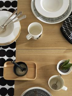 A Marimekko Design Classic - The Oiva Räsymatto Tableware Collection by Sami Ruotsalainen Marimekko, Nordic Design, Scandinavian Design, Jackie Kennedy, Box Container, Kartell, Salt And Pepper Set, Plates And Bowls, Small Plates