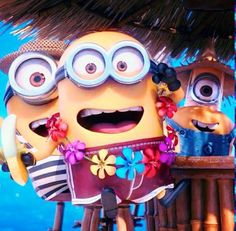 Beach minions OMG look at the one in the back