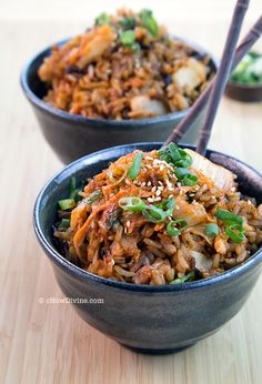 Kimchi and fried rice together! Two-Ingredient Kimchi Fried Rice Healthy Korean Recipes, Vegan Korean Food, Asian Recipes, Ethnic Recipes, Vegan Rice Dishes, Rice Recipes, Cooking Recipes, Kimchi Fried Rice, Korean Dishes