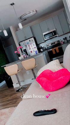 Girl Apartment Decor, First Apartment Decorating, Apartment Ideas, Decor Home Living Room, Teen Room Decor, Home Decor, Room Design Bedroom, Room Ideas Bedroom, Dream House Interior