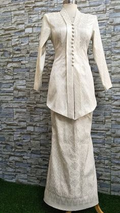 Kebaya Modern Dress, Kebaya Dress, I Dress, Office Outfits Women, Casual Outfits, Fashion Outfits, Suit Fit Guide, Model Kebaya, Bodo