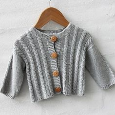 Pattern from Go Handmade. Adorable cardigan in size mths. Tension with mm (Double thread): 26 sts = 10 cm. Double Pointed Knitting Needles, Circular Knitting Needles, Baby Knitting Patterns, Free Knitting, Doll Clothes Patterns, Clothing Patterns, Knit Or Crochet, Free Crochet, Cable Cardigan