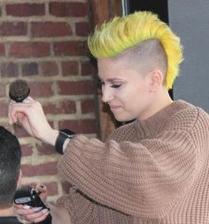 short mohawk - yellow mohawk co. Short Hair Mohawk, Girl Mohawk, Mohawk Hairstyles Men, Baddie Hairstyles, Short Hair Dont Care, Short Hair Styles, Shaved Pixie Cut, Female Mohawk, Androgynous Hair