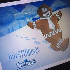 JuleSTORkage  Den anden dag i nonnijulen er det man så glædeligt kalder den første af smovsedagene. Der er fire smovsedage i alt, men dette er den første. Så selv om det er den anden dag, er det også den første, hvilket dog ikke betyder, at den første ikke er den første. Dette er bare ikke dén første, for det sker på den anden. Så det er jo slet ikke forvirrende.  Så hvorfor er det den første smovsedag? Jo, det er fordi, at når sneen dækker Nonnisense kommer juleSTORkagerne ned fra de…