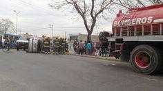 En el cruce de Avenida Patria y Pedro Andrade se volcó un automóvil particular, lamentablemente, muy seguido ocurren percances en esta zona: Foto de reportero ciudadano anónimo.