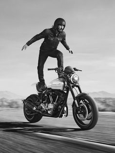 Keanu Reeves riding his Arch motorcycle Keanu Reeves Young, Keanu Reeves John Wick, Keanu Charles Reeves, Keanu Reeves Motorcycle, Bobber, Arch Motorcycle, Keanu Reaves, Motorcycle Companies, E Mc2