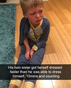 Parents do everything for their children. Cute Funny Baby Videos, Cute Funny Babies, Funny Videos For Kids, Kids Videos, Funny Kids, Stupid Funny Memes, Hilarious, Funny Stuff, Random Stuff