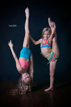 I love this little girl-Jenna Dance Photos, Dance Pictures, Toddler Dance, Flexibility Dance, Gymnastics Poses, Dance Moms Girls, Cute Lesbian Couples, Partner Dance, Cheer Dance