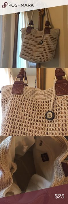 The Sak Beach Bag Purse The Sak. In amazing condition this sack bag is phenomenally cute goes with every outfit throughout the spring summer and into fall so cute for a cruise or a day at the beach anywhere with flip-flops or high heels!! ❤️❤️ measurements proximately 11x7x12 The Sak Bags Totes