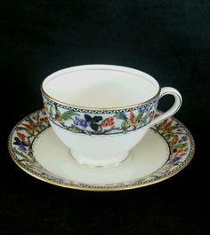 Vintage-Aynsley-England-bone-china-tea-cup-amp-saucer-circa-1950-039-s