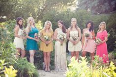 Katelin & her bridesmaids in the garden. <3