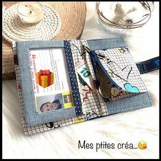 Mes ptites créa sur Instagram: Après celui de mon #ado ❤️celui de mon petit #crapaud ❤️ ... Un joli #portefeuille #compere en #similicuir bleu marine , chute de #jeans et…