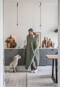 Interior Design Kitchen, Kitchen Decor, Scandi Home, Swedish House, Upper Cabinets, Green Kitchen, Elle Decor, Home And Living, Interior Inspiration