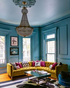 We've gathered our favourite Farrow & Ball paint colours in real homes so you can see exactly what they look like in situ, rather than just on the paint chart. Farrow And Ball Living Room, Farrow And Ball Paint, Farrow Ball, Farrow And Ball Kitchen, Oval Room Blue, Blue Rooms, Living Room Designs, Living Room Decor, Living Rooms