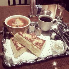 [2013/11/28]    フレンチトーストセット ¥850    フレトー+ミネストローネ+コーヒー☕️    甘じょっぱいってやつですかー。    ちょっとバター強いね。    行列せんで入れたけど、最近はいつもこんなんかなぁ?!      @ CAFE AALIYA (新宿)