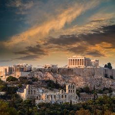 Amazing food, beautiful scenery, affordable prices, rich history and warm hospitality. it doesnt get much better than that. Head over to our page to book your trip to Greece at some of the lowest rates weve ever seen! (link in bio) 🇬🇷 ✨ Crete Greece, Santorini Greece, Athens Greece, Acropolis Of Athens, Parthenon, Athens Airport, Athens City, Places To Travel, Places To Visit