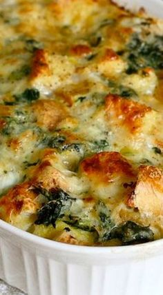 Spinach and Cheese Strata - Brunch Recipes Breakfast Strata, Breakfast And Brunch, Breakfast Dishes, Breakfast Recipes, Egg Strata, Vegetarian Breakfast Casserole, Brunch Food, Vegan Breakfast, Strata Recipes