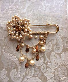 Swarovski Crystal Victorian Inspired Pearl Kilt Pin Brooch Charm