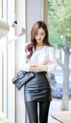 Attire so simple yet so sexy. Cute Asian Fashion, Korean Fashion, Korean Beauty, Asian Beauty, Good Looking Women, Girl Fashion, Womens Fashion, Asia Girl, Cute Skirts